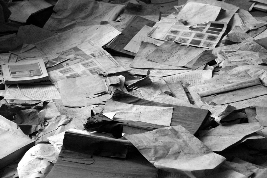 paper-pile-298759_1920